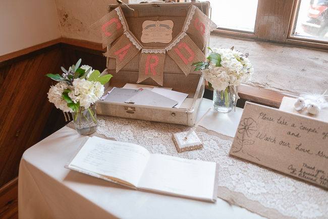 vintage suitcase for wedding cards | photo: Photos by Kristopher | via https://emmalinebride.com