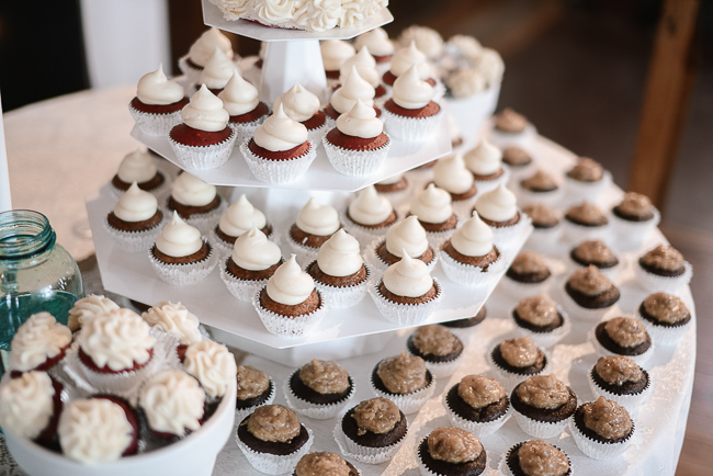 the bride and groom served delicious cupcakes instead of wedding cake | photo: Photos by Kristopher | via https://emmalinebride.com
