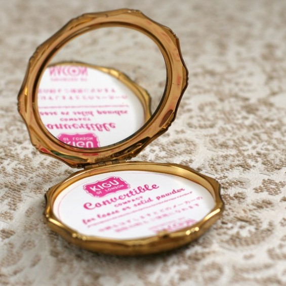 vintage compact bridesmaid gift idea