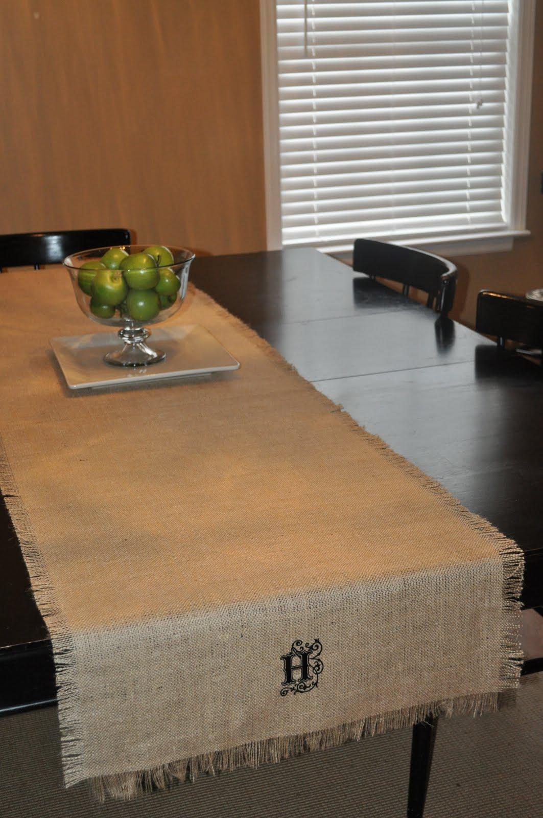 DIY Burlap Table Runner in 3 Steps | Emmaline Bride