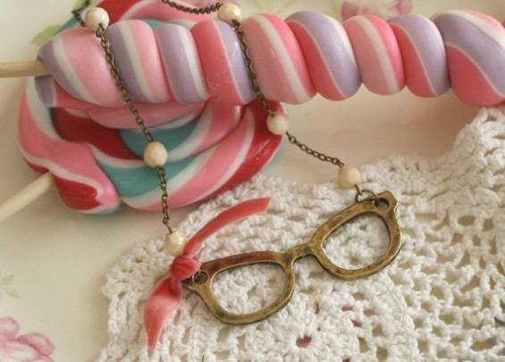 eye glasses necklace