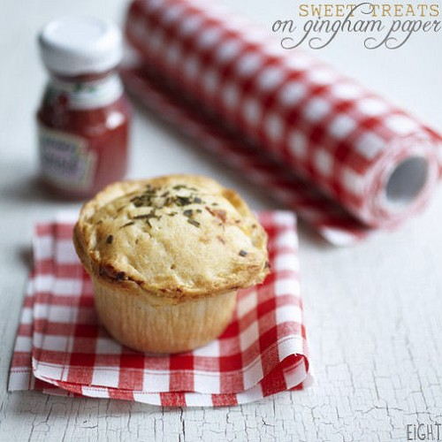 picnic wedding - gingham paper for sweet treats