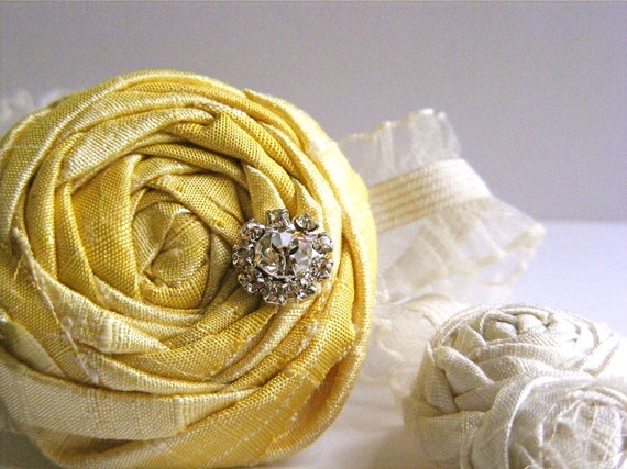 bridesmaid garters in yellow