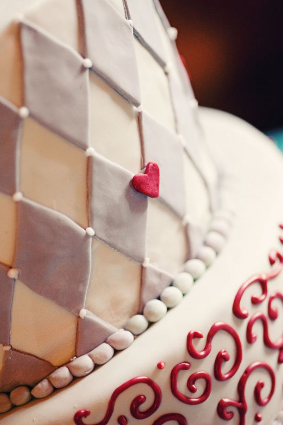alice in wonderland wedding cake - cake topper