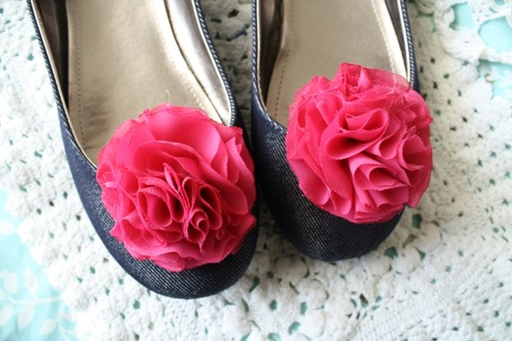 wedding shoe clip in fuchsia