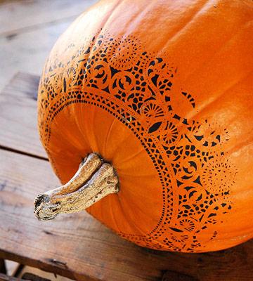 diy doily pumpkin