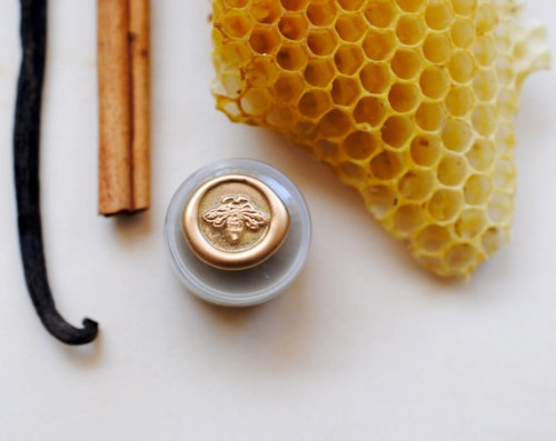 honey themed wedding - perfume honey pot