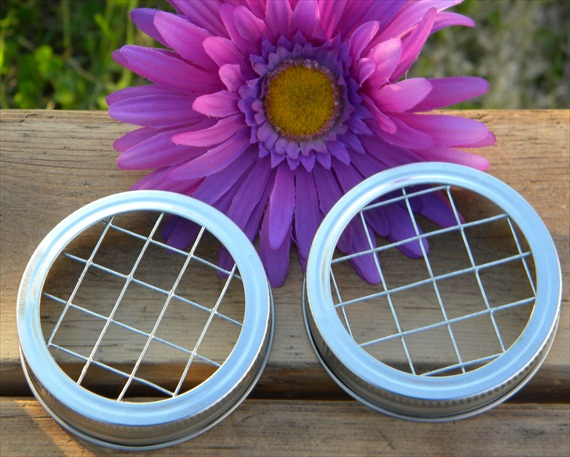 how to arrange flowers in a mason jar