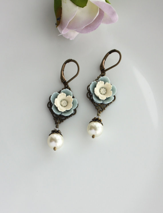 vintage inspired ivory pearl flower pansy earrings
