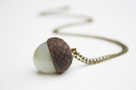 how to decorate with acorns