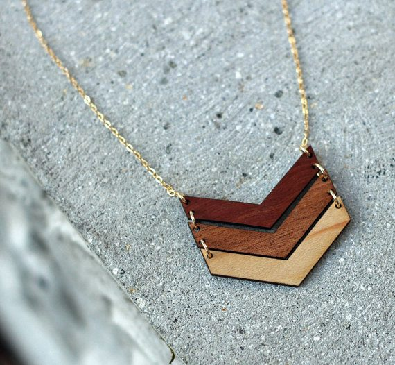 Wood chevron necklace for bridesmaids by Woodkeeps | via Wood Themed Wedding Ideas: https://emmalinebride.com/themes/wood-themed-wedding-ideas/