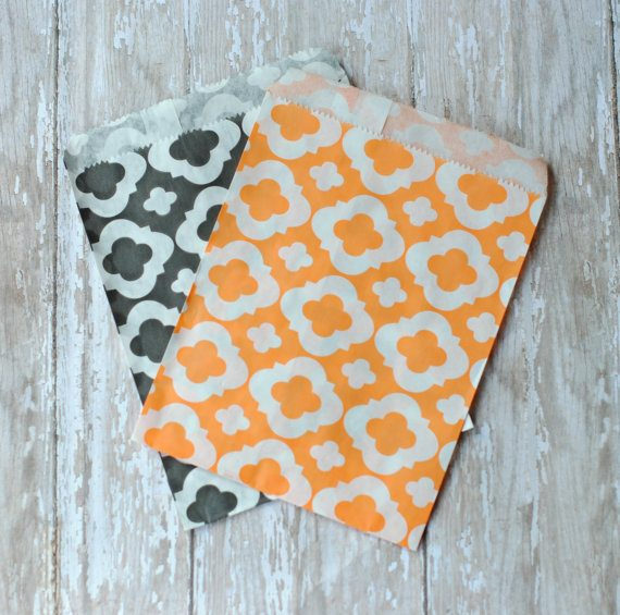 halloween-wedding-favor-bags-in-orange-and-black