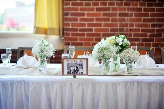 Rustic Chic Wedding in the Massachusetts | https://emmalinebride.com/real-weddings/rustic-chic-wedding/ | photo: Laura Wagner Photography