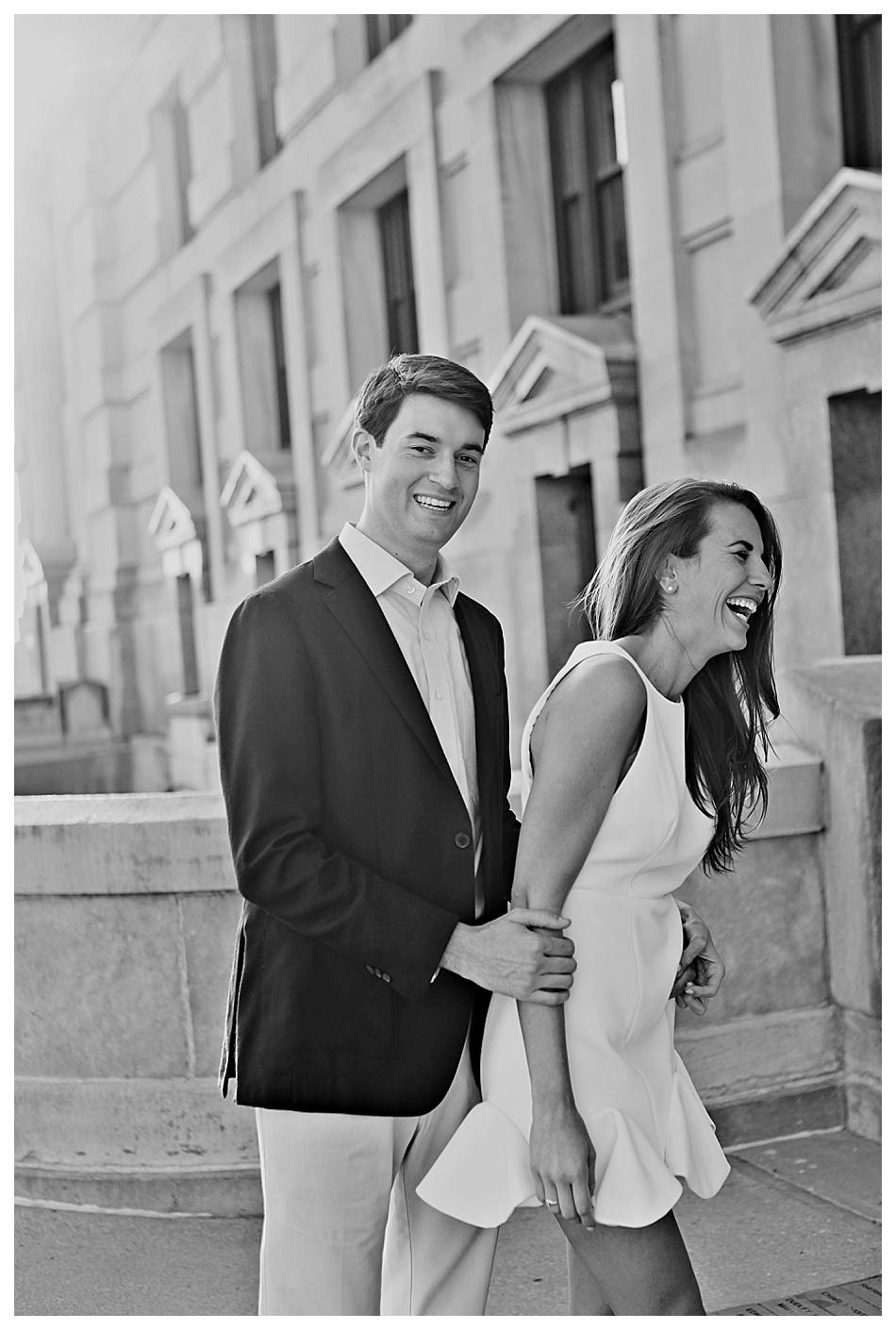 Downtown Kansas City Engagement Session | http://www.emmalinebride.com/real-weddings/downtown-kansas-city-engagement-session-snap-photography/ | photo: SNAP Photography - Kansas City Missouri Wedding Photographer