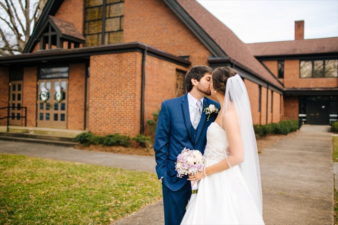 10 Catawba Wedding in North Carolina | https://www.emmalinebride.com/real-weddings/10-catawba-wedding/ | photo: Meet The Burks - Charlotte North Carolina Wedding Photographer
