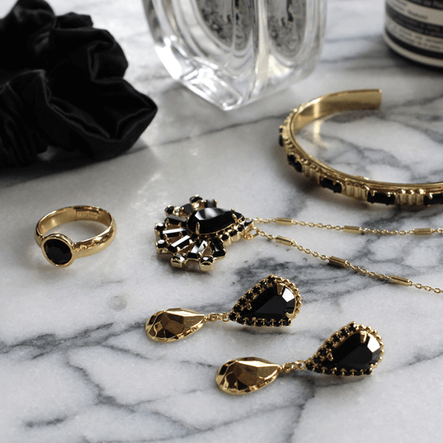 should bridesmaid jewelry match