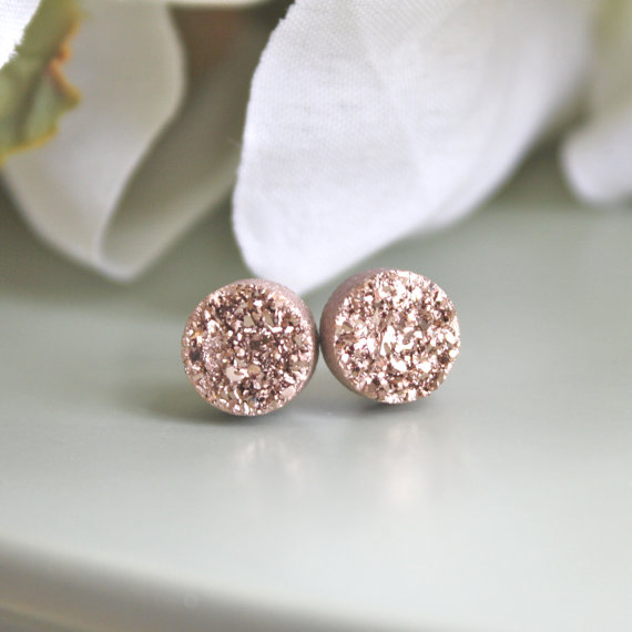 rose gold druzy earrings by avahopedesigns | 75 Best Valentine's Gifts They'll Actually Want | http://emmalinebride.com/gifts/unique-valentines-day-gifts/