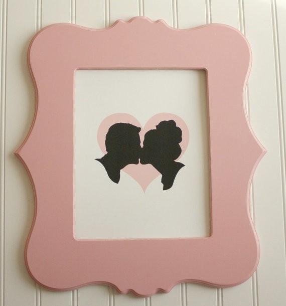silhouettes kissing art print | silhouettes weddings | https://emmalinebride.com/decor/silhouettes-weddings/