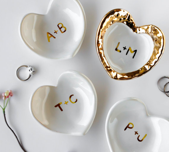 white and gold monogrammed ring dish by modernmud | 75 Best Valentine's Gifts They'll Actually Want | https://emmalinebride.com/gifts/unique-valentines-day-gifts/