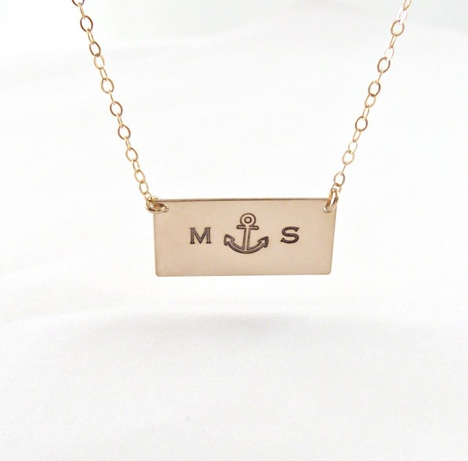 anchor bar necklace | via 50+ nautical wedding theme ideas at EmmalineBride.com