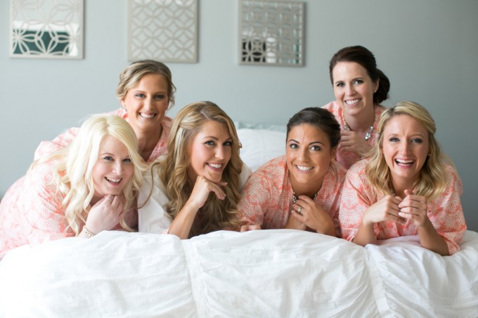 bridesmaid robe for getting ready | by modern kimono | photo: carly fuller | https://emmalinebride.com/2016-giveaway/robe-for-getting-ready/