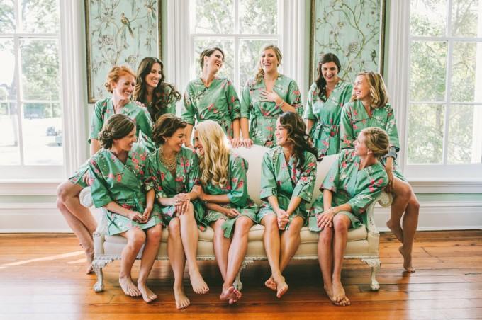 bridesmaid robe for getting ready | by modern kimono | photo: autumn harrison | https://emmalinebride.com/2016-giveaway/robe-for-getting-ready/