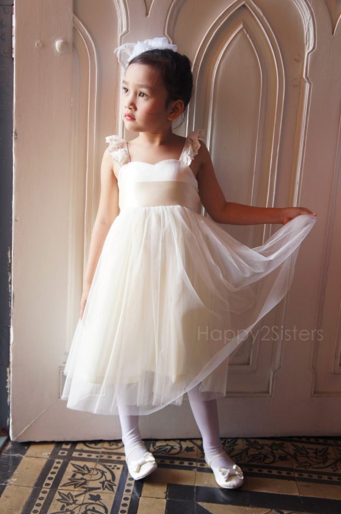 who pays for flower girl dress