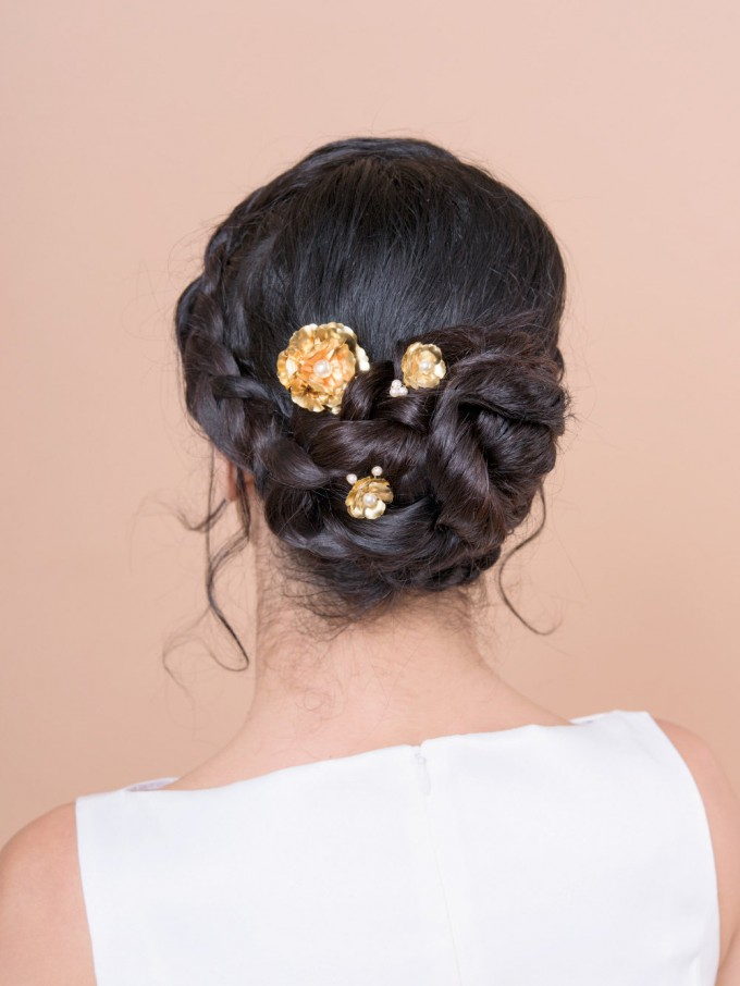 large bobby pins gold bridal by Bridal Ambiance | bridal veil alternative via https://emmalinebride.com/bride/bridal-veil-alternatives/ ‎ | any hairstyle