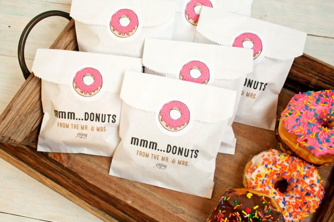 mmm donuts bag | edible wedding favors | https://emmalinebride.com/favors/edible-wedding-favors-ideas/