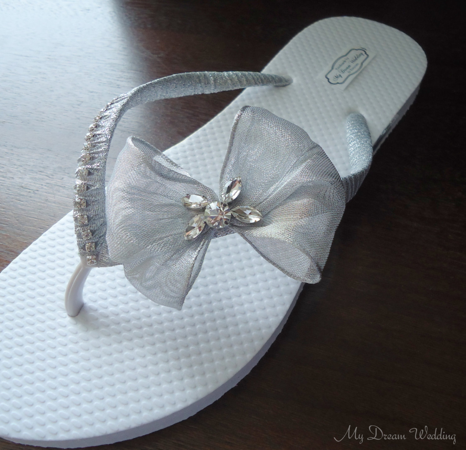 flip flops beach weddings | https://emmalinebride.com/bride/flip-flops-beach-weddings/