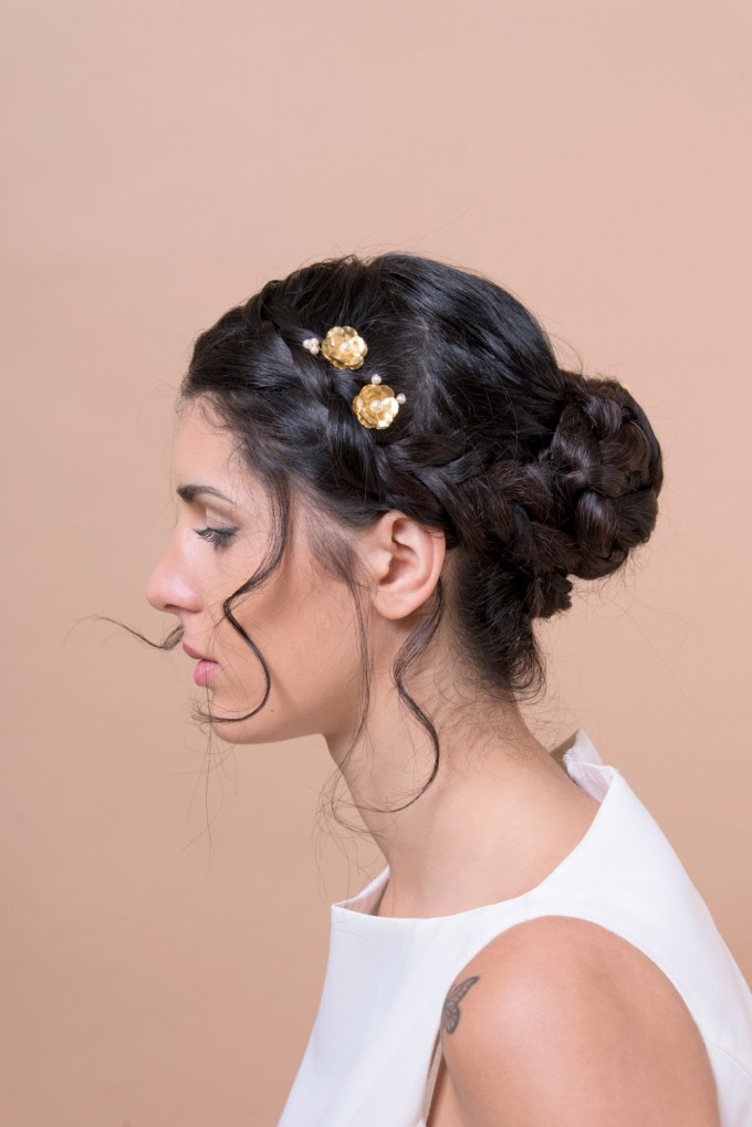 small gold hair bobby pins for wedding by Bridal Ambiance | bridal veil alternative via https://emmalinebride.com/bride/bridal-veil-alternatives/ ‎ | any hairstyle