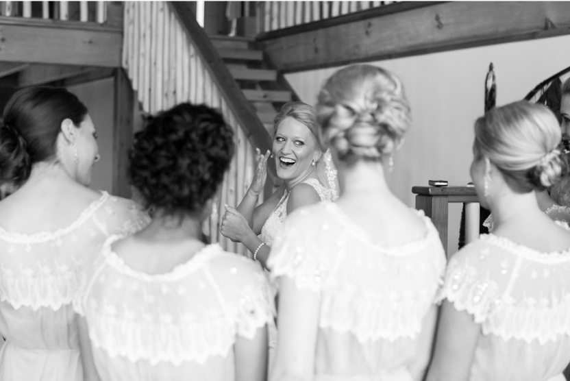 bride bridesmaids buffalo lodge wedding A Kansas City Wedding at the Buffalo Lodge (Rustic Weddings)| Kansas City Buffalo Lodge Weddings| http://www.emmalinebride.com/real-weddings/a-kansas-city-wedding-at-the-buffalo-lodge-rustic-weddings/| Photo: Jana Marie Photography