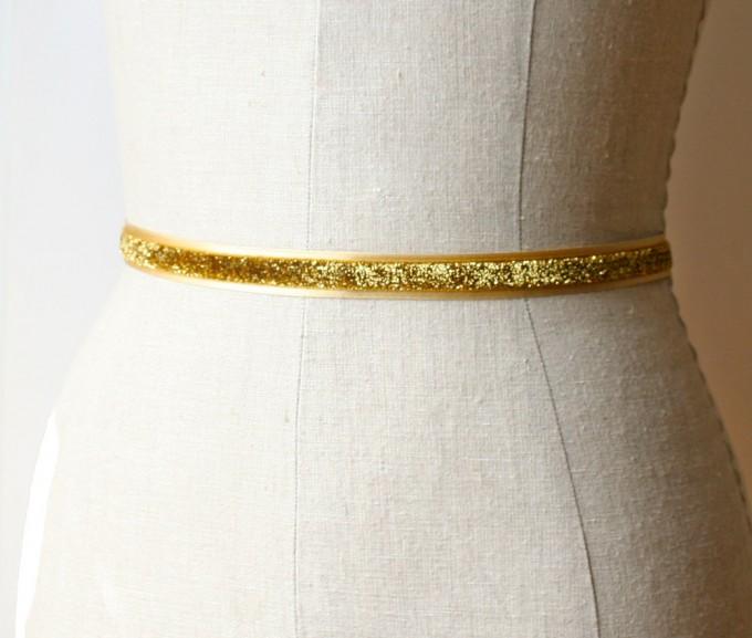 Glittery gold dress sash | by Laura Stark | sashes dress | https://emmalinebride.com/bride/bridal-sashes-dress