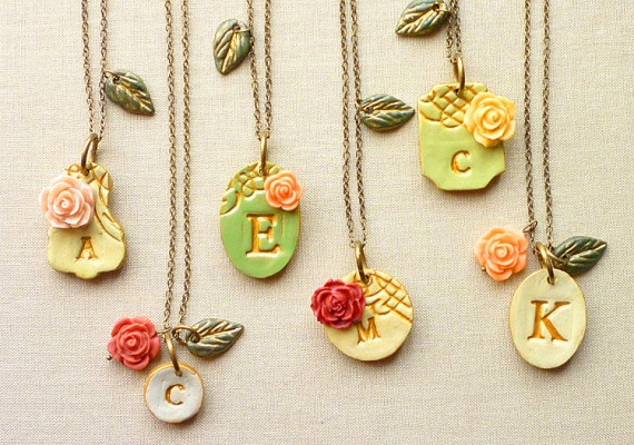 initial-necklaces-for-bridesmaids | by Palomaria | bridesmaid necklaces initials | https://emmalinebride.com/gifts/bridesmaid-necklaces-initials