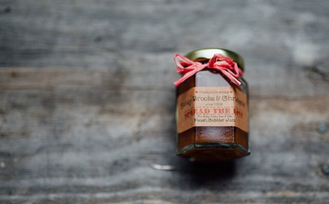 mini-jam-jar-favors-weddings