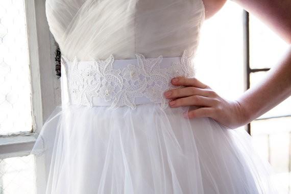 embellished lace belt by OBM Bridal | https://emmalinebride.com/veils/elbow-length-bridal-veil