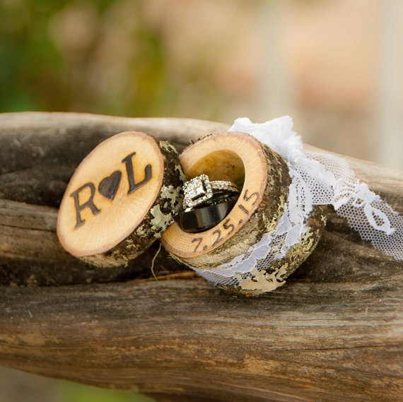 mini log ring box | 41 Beautiful Rustic Ring Pillows Etsy | https://emmalinebride.com/rustic/ring-pillows-etsy-weddings/