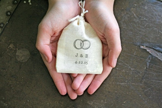 ring pillow bag with rings | 41 Beautiful Rustic Ring Pillows on Etsy | http://emmalinebride.com/rustic/ring-pillows-etsy-weddings/
