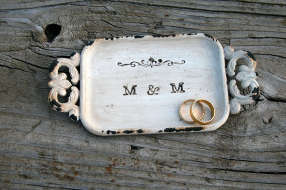 rustic metal ring dish | 41 Beautiful Rustic Ring Pillows Etsy | https://emmalinebride.com/rustic/ring-pillows-etsy-weddings/