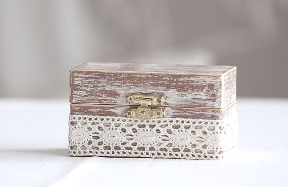rustic ring box with lace | 41 Beautiful Rustic Ring Pillows Etsy | http://emmalinebride.com/rustic/ring-pillows-etsy-weddings/