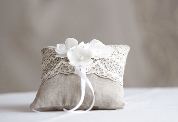 rustic ring pillow with silk flowers linen | 41 Beautiful Rustic Ring Pillows on Etsy | https://emmalinebride.com/rustic/ring-pillows-etsy-weddings/