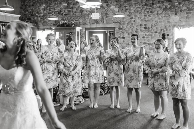 bridesmaids_in_robes_michigan_wedding