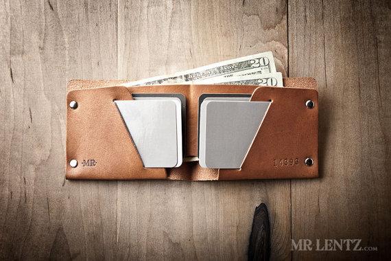 leather groomsmen gifts wallet by mr lentz | via 40+ Best Leather Groomsmen Gifts for Weddings | https://emmalinebride.com/gifts/leather-groomsmen-gifts/