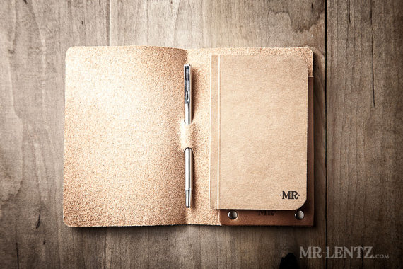 leather notebook cover and pen | via 40+ Best Leather Groomsmen Gifts for Weddings | https://emmalinebride.com/gifts/leather-groomsmen-gifts/