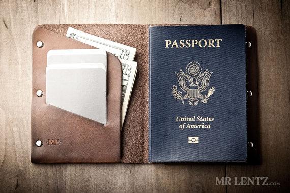 leather passport wallet | via 40+ Best Leather Groomsmen Gifts for Weddings | https://emmalinebride.com/gifts/leather-groomsmen-gifts/