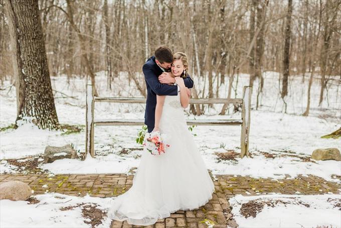 michigan_wedding_snow_bride_groom