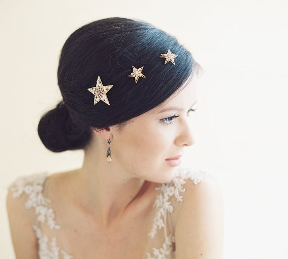 star hair pins | 50+ Best Bridal Hairstyles Without Veil | https://emmalinebride.com/bride/best-bridal-hairstyles