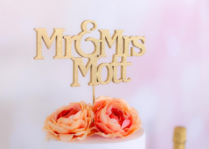 custom name mr and mrs cake topper | win a free cake topper http://emmalinebride.com/2016-giveaway/free-cake-topper/