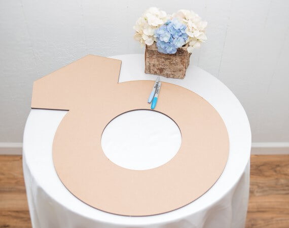 engagement ring bridal shower guest book | via 21 Totally Fun Ring Themed Bridal Shower Ideas → https://emmalinebride.com/planning/ring-themed-bridal-shower/