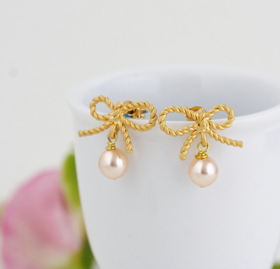 gold bow-earrings